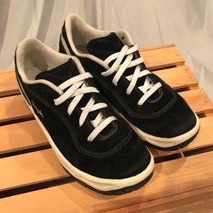 Simple Black Suede Shoes 1990's Size 8.5
